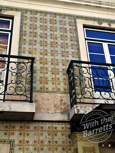 Deterioration between balconies