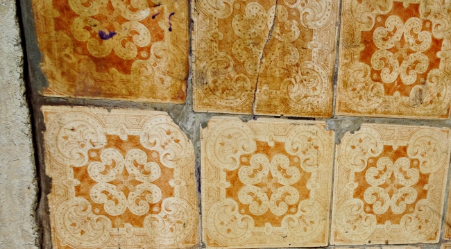 Antique ocher tiles