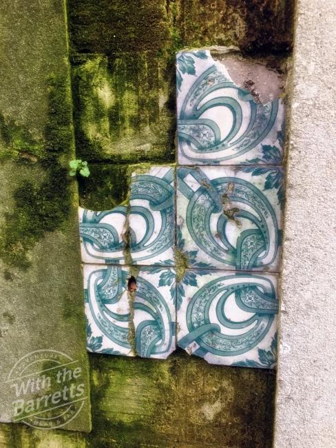 Unusual green-on-white pattern