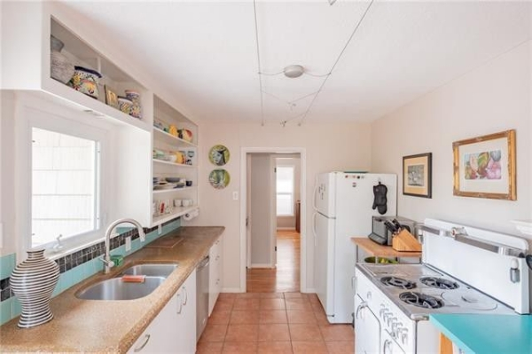 MLS listing photo of kitchen